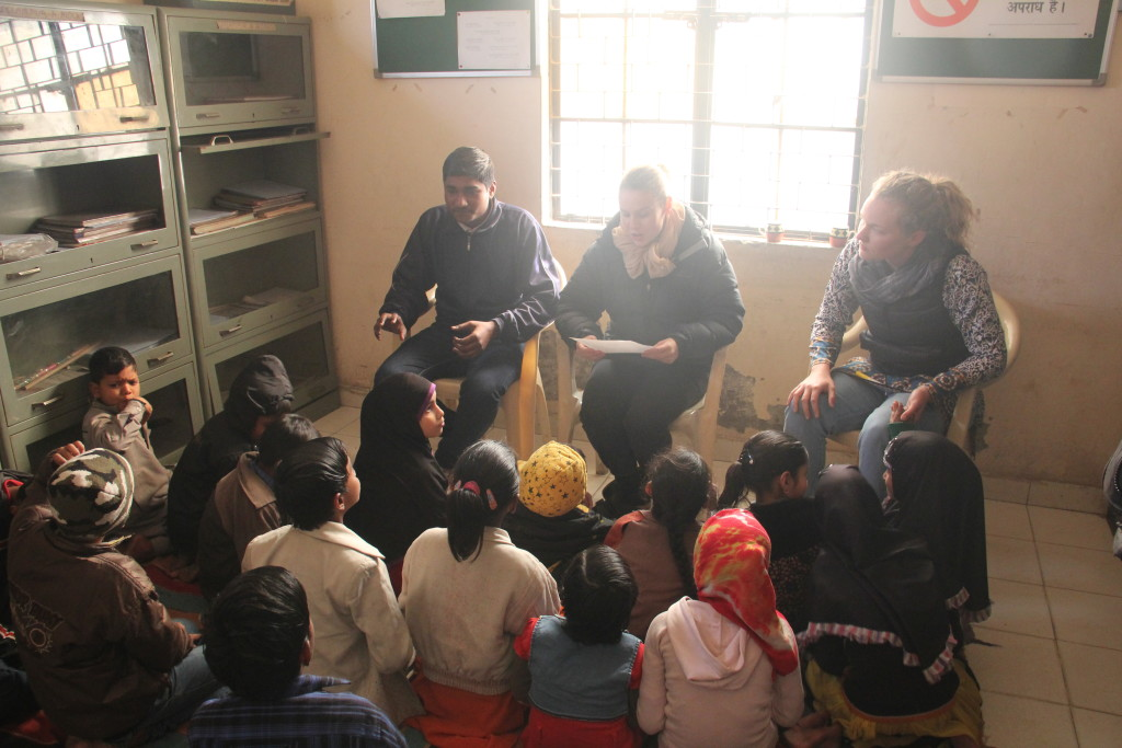The team teaching English to Asha children